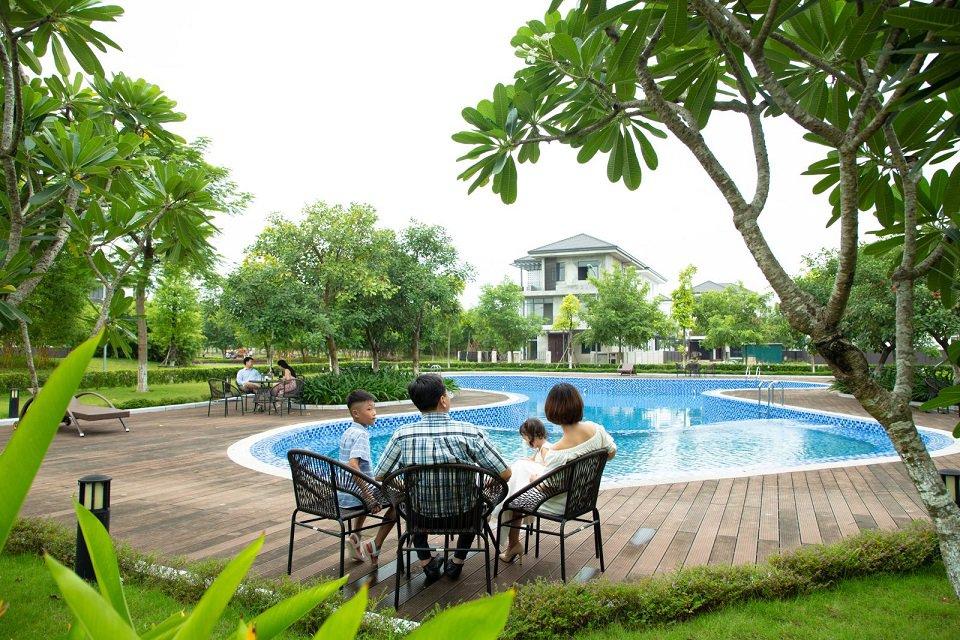 bể bơi trong dự án hà đô Charm Villas