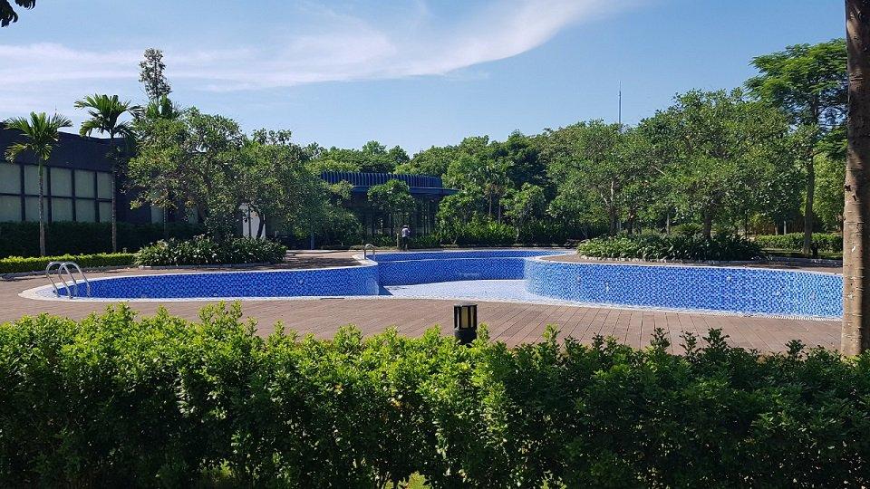 Bể bơi hado charm villas